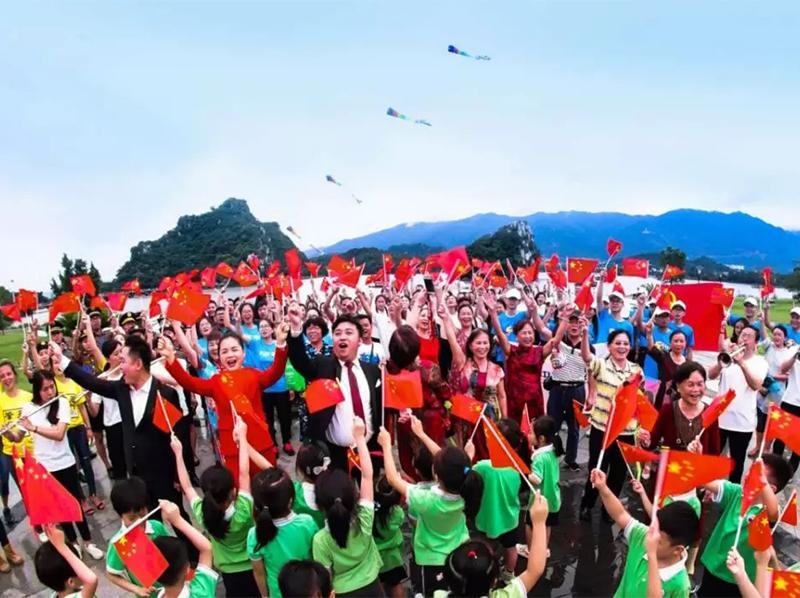 @所有肇庆人,我们是这样唱响我和我的祖国