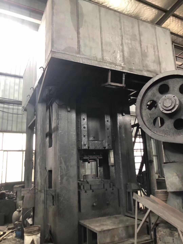 青锻电动螺旋压力机1600吨