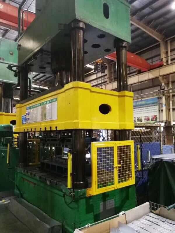 天津500吨四柱油压机